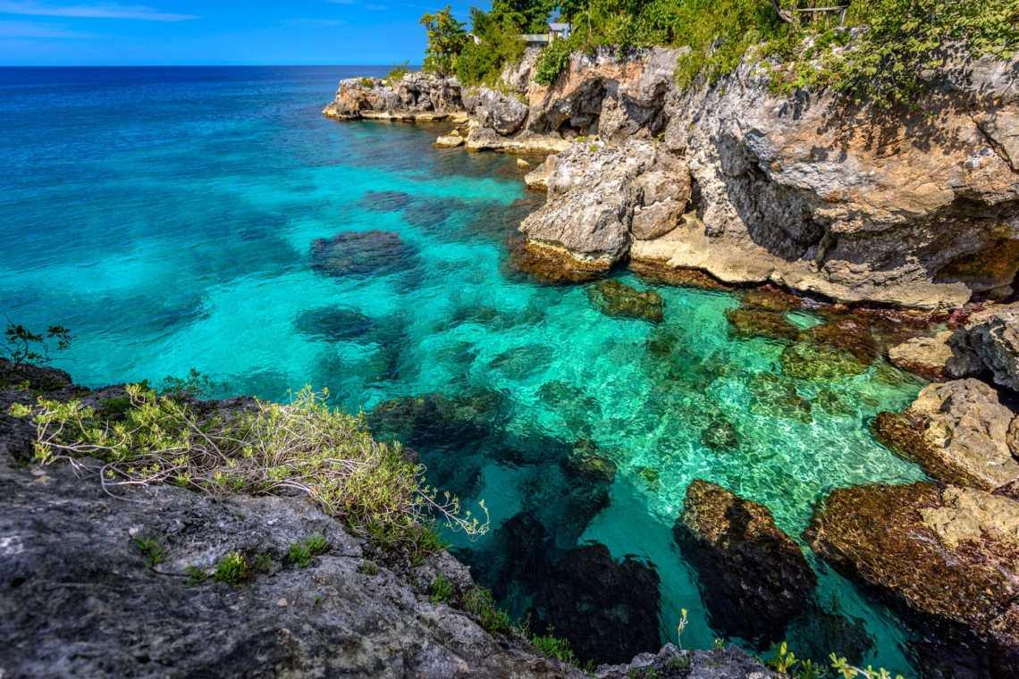 negril-cliffs-jamaica-shutterstock_553342135